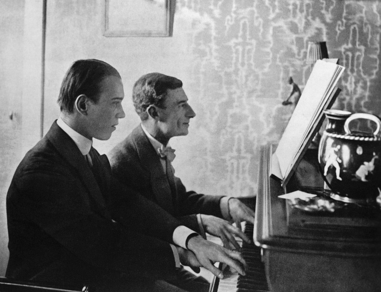 Нежинский и Равель за фортепиано